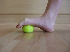 6 tips for happy feet Ankle Exercises, Yoga Inspiration, Yoga Poses, Workout, Rollers, Tips, Balls, Tennis, Happy