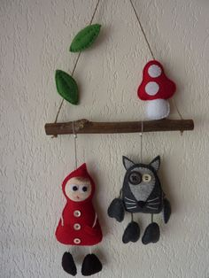 Mobile petit chaperon rouge et loup en feutrine : Décoration pour enfants par Rosytarte Felt Crafts, Diy And Crafts, Crafts For Kids, Felt Ornaments, Christmas Ornaments, Autumn Crafts, Red Riding Hood, Fabric Art, Diy Party