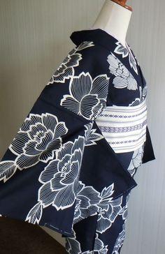 染め浴衣 藍地に大きな牡丹模様 粋な大人浴衣 | KIMONO BITO Frock Fashion, Kimono Fashion, Fashion Outfits, Yukata Kimono, Kimono Fabric, Modern Kimono, Culture Clothing, Kimono Design, Summer Kimono