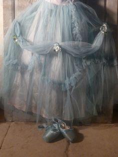 beautiful romantic tutu with light blue pointe shoes. Tutu Costumes, Ballet Costumes, Pointe Shoes, Ballet Shoes, Toe Shoes, Belle Epoque, Ana Pavlova, Mode Pastel, Vintage Accessoires