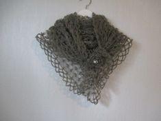 Heklet sjal/skjerf i florlett og myk silk mohair - greige (gråbrun)