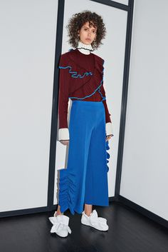 See the complete MSGM Pre-Fall 2016 collection. <---Ugh, this looks like a childhood nightmare! Fall Fashion 2016, Runway Fashion, Fashion Show, Fashion Looks, Fish Fashion, Latest Fashion, Fashion Details, Fashion Design, Mode Editorials