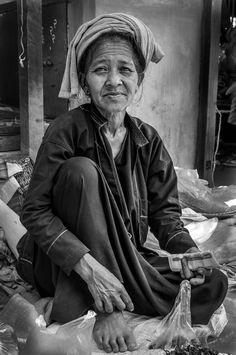 Tea Woman - by Sjors de Waard