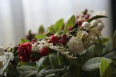Foto Modelo Ana. Fotografiada por Yo digo Sí (Wedding Planner)   #diadema #corona #tocado #evento #boda #comunion #novia #invitada #flores #moda #diademadeflores #coronadeflores #complementos #peinado #lamoradadenoa