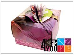 Caja reciclando papel de revista / Recycling magazine paper
