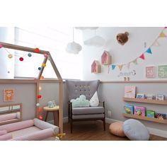 Outro angulo do quarto montessoriano!! Fofura!! ☁️ #ahlaemcasa #quartomontessoriano #metodomontessori #quartodebebe #boanoite