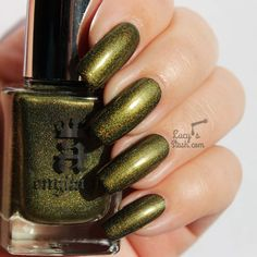 New A England collection is out and I have swatches! The collection is called Elizabeth & Mary and is inspired by iconic Queens in British history'. It consists of 5 brand new shades, 3 holographic, one shimmer. Green Nails, Nail Tutorials, Gorgeous Nails, Indie Brands, Nail Colors, Swatch, England, Mary, Nail Art