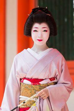 geisha-kai: March 2015: stuning geiko Toshikana of Miyagawacho (SOURCE)