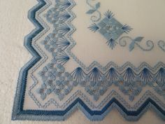 Embroidery Hardanger Hardanger - Gunilla Martensson - Álbuns da web do Picasa Types Of Embroidery, Learn Embroidery, Embroidery Patterns Free, Embroidery For Beginners, Embroidery Techniques, Ribbon Embroidery, Embroidery Designs, Hardanger Embroidery, Cross Stitch Embroidery
