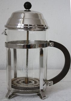 Large vintage french FRENCH Press Plunger coffee maker MELIOR Paris with bakelite Knob 12 cups MELIOR: High quality and elegance of the line Design 1950 The first art deco version, rare to find Large french ART DECO Press Plunger coffee maker by RueDesLouves
