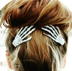 Give your hairstyle a spooky factor with the help of these skeleton hand hair clips. The set comes with two left skeleton hands firmly attached to alligator clips with teeth and are hand painted in an off-white color with black and grey detailing. Halloween Outfits, Halloween Makeup, Halloween Clothes, Halloween Hair Clips, Halloween Ideas, Halloween Season, Halloween Costumes, Holiday Clothes, Fairy Costumes