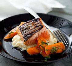 Grillad lax med syrade morötter och palsternackspuré | Mat & Vänner