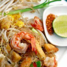 Nouilles, soupe de crevettes, de poulet ou de boeuf, riz parfumé au curry, au gingembre ou à la coriandre... Avec ses saveurs sucrées-salées, la cuisine thaï vous mènera à la baguette !