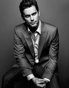 Regardless of his sexual orientation, he is still one good looking specimen ;) Matt Bomer