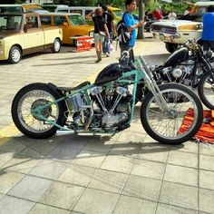 Harley-Davidson Knucklehead - Love the turquoise color frame!