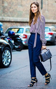 Pair tailored pants with a striped blouse and textured handbag for an office look that's sure to stand out Street Style Chic, Looks Street Style, Work Wardrobe, Winter Wardrobe, Business Fashion, Work Fashion, Fashion Week, How To Look Attractive, Look Chic