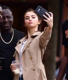 Selfie Selena