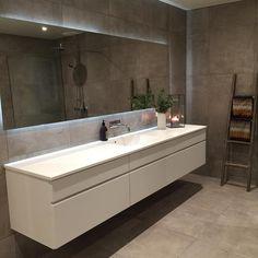 Så fornøyd med badet etter vi fikk speil og dusjvegg  #baderom #bathroom #baderomsinspo #bathroominspo #interiordesign #interior123 #nordiskehjem #nordicinspiration #kvikkitchen #manobykvik #room123