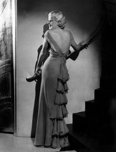 Jean Harlow - Photo by George Hurrell Golden Age Of Hollywood, Vintage Hollywood, Hollywood Stars, Classic Hollywood, Old Hollywood Glamour Dresses, Glamorous Dresses, Jean Harlow, Vintage Dior, Vintage Glamour