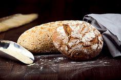 Bengelmann stellt viele verschiedene Sorten Brot her. Da ist für jeden etwas dabei. Dreikornbrot | Bauernlaibe | Ciabatte | Dinkelvollkornbrot | Dosenbrot | Landbrot | Pfundskurbrot | Schwarzbrot | Sechskornbrot | und viele mehr! www.bengelmann.com