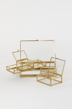 Jewelry Box any glass Tray or box with gold edges (to keep eyeshadows in) - Candle tray in mirrored glass with a metal frame, clear glass sides, and padded base. 1 x 4 x 10 in. Glass Jewelry Box, Jewelry Holder, Hanging Jewelry, Glass Boxes, Glass Tray, Gold Glass, Clear Glass, Candle Tray, H&m Home