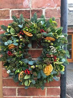 Christmas Wreaths With Lights, Christmas Flowers, Holiday Wreaths, Christmas Crafts, Christmas Clothes, Christmas Nails, Christmas Floral Arrangements, Christmas Centerpieces, Xmas Decorations