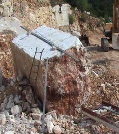 Blocco di Bronzetto in cava