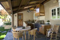 cuisine extérieure et mobilier en bois