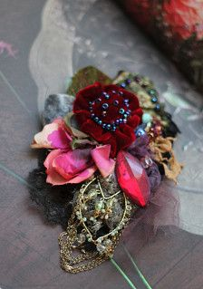 Bold brooch in my usual style is inspired by Victorian era fashion, the subtle mysterious shadesofteal, olive, wine, dusty pinks and jet details are harmoniously put together using materials and laces of same era- the antique jet detail, black Chantilly, handmade italian lace, vintage finds..adorned with bold lush velvet bloom, crystals and seed beading.. Brooch is backed with leather and has secure brooch pin. appr. 10 cm wide x 17 cm high. Comes in a box.