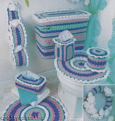 Add a special sense of beauty to your bathroom with this group of beautiful crochet sets ********** Crochet Kitchen, Crochet Home, Love Crochet, Beautiful Crochet, Knit Crochet, Doily Patterns, Crochet Patterns, Crochet Motifs, Crochet Needles