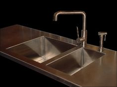 Stainless steel countertop. Like the faucet too.