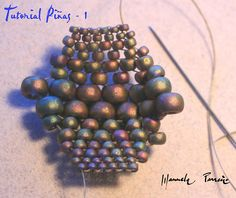 From Scheme Pinas--Peyote rows: 2-15/0, 2-11/0, 2-8/0, 2-6/0, 2-8/0, 2-11/0, 2-15/0 stitch into a tube - right arrow for tube.  #Seed #Bead #Tutorials