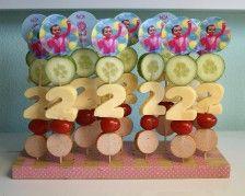 Fruit with number of celebration fruit cut-out (bday, anniversary, etc)   traktatie voor onze meisjes!!