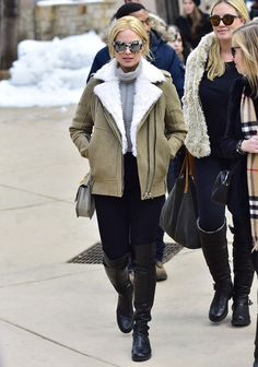 Reel Style: Margot Robbie shows hers in the 5050 boot at the Sundance Film Festival. Cold Weather Fashion, Winter Fashion, 5050 Boots, Leather Over The Knee Boots, Leather Boots, Look Street Style, How To Stretch Boots, Tumblr Fashion, Winter Wear