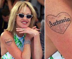 Pin for Later: Die ultimative Galerie der Promi Tattoos! Melanie Griffith Melanie Griffith besiegelte die Liebe zu Antonio Banderas mit einem Tattoo im Jahr 2000.