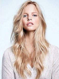 The perfect blonde with beach waves