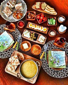 Halal Recipes, Vegan Recipes, Breakfast Around The World, Turkish Breakfast, Food Platters, Turkish Recipes, Food Presentation, Food Design, Queso