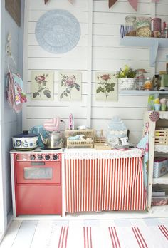 Cottage kitchen- actually, I think this is a play kitchen, but I love the feel of it. Beach Hut Interior, Luxury Interior Design, Interior Ideas, Cottage Kitchens, Cottage Homes, Play Kitchens, Cubby Houses, Play Houses, Playhouse Interior