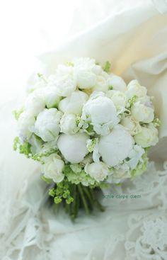 メゾン ポール・ボキューズ様へのブーケ、 バラとスズラン、そして芍薬。5月のブーケです。 今度はなんとかブーケの裏側、芍薬の面も撮った! ... Floral Wedding, Wedding Bouquets, Wedding Flowers, Norwegian Wedding, Romantic Flowers, Table Flowers, Wedding Blog, Wedding Ideas, Flower Decorations