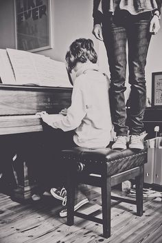 http://musicnotesguru.com learn to play the piano or guitar - visit www.musicnotesguru.com