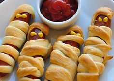 20 Mouthwatering Photos Of Crescent Rolls- Halloween dinner with the grandkids? 20 Mouthwatering Photos Of Crescent Rolls- Halloween dinner with the grandkids? 20 Mouthwatering Photos Of Cre Halloween Camping, Halloween Treats For Kids, Halloween Appetizers, Halloween Dinner, Christmas Appetizers, Halloween Food For Party, Holiday Snacks, Halloween Recipe, Halloween Halloween