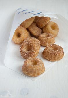 Mini Doughnut Gugl {Mini Doughnut Bundt Cakes}