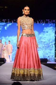 Sonakshi Sinha walks the ramp for Manish Malhotra! | PINKVILLA