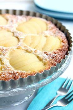 Pear and Almond Tart (Dairy and Gluten Free) Easy non-dairy and gluten free recipe for a classic pear and almond tart. Gluten Free Sweets, Gluten Free Cakes, Gluten Free Cooking, Dairy Free Recipes, Cooking Recipes, Paleo Dessert, Pear Dessert, Dessert Recipes, Pear Recipes Dessert Gluten Free