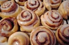 rolls de canela y manzana receta ~ rolls de manzana ; rolls de manzana y canela ; rolls de canela y manzana receta Buchi Recipe, Quick Cinnamon Rolls, Shortbread Recipes, Pinoy Food, Rolls Recipe, Recipe Box, Coffee Cake, Quick Meals, Favorite Recipes