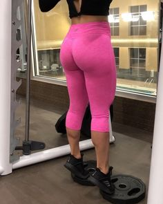 🔥🍑Booty Workout all done in one machine!! 👯♂️Tag Your Workout Partner & try these!! 👫 🔸Squats (Quadriceps, glutes, hamstrings, calves,…