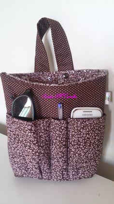 Lixeirinha de carro com bolsos para colocar celular, óculos de sol, caneta…
