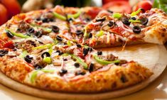 Thin Crust Pizza: Healthy and Easy Homemade for Your Best Friend Pizza Hut, Crust Pizza, Pizza Vegetal, Concession Stand Food, Pizza Legume, Best Vegetarian Restaurants, Musaka, Eating Organic, Gourmet