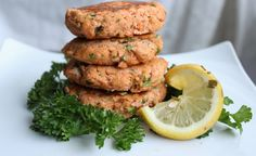 """""""🐟Salmon burgers 🍔(gluten free) I forgot how easy these are to make with a few simple ingredients. Salmon is a source of good cholesterol Dairy Free, Gluten Free, Holistic Nutritionist, Salmon Burgers, Easy Meals, Food Porn, Dinner Recipes, Omega 3, Cholesterol"""