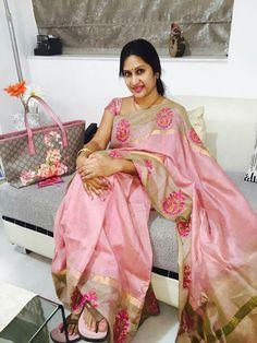 Real Hot Aunty Madhuri Atluri Silk Saree Kanchipuram, Organza Saree, Cotton Saree, Cotton Silk, Indian Beauty Saree, Indian Sarees, Silk Saree Blouse Designs, Casual Saree, Saree Look